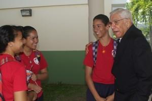 0 Sabana Grande  Robert Bob Garcia comparte con estudiantes Escuela Luis Megrón Lopez