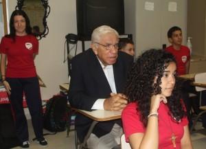 0 Sabana Grande  Robert Bob Garcia participa con estudiantes Escuela Luis Megrón Lopez en una clase de ingles avanzado