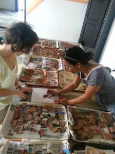 ICP-Voluntarios dibujando cerámica