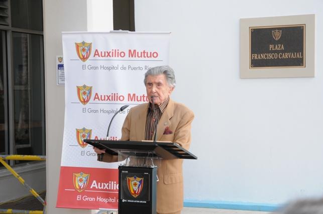 Francisco Carvajal recibe homenaje del Auxilio Mutuo