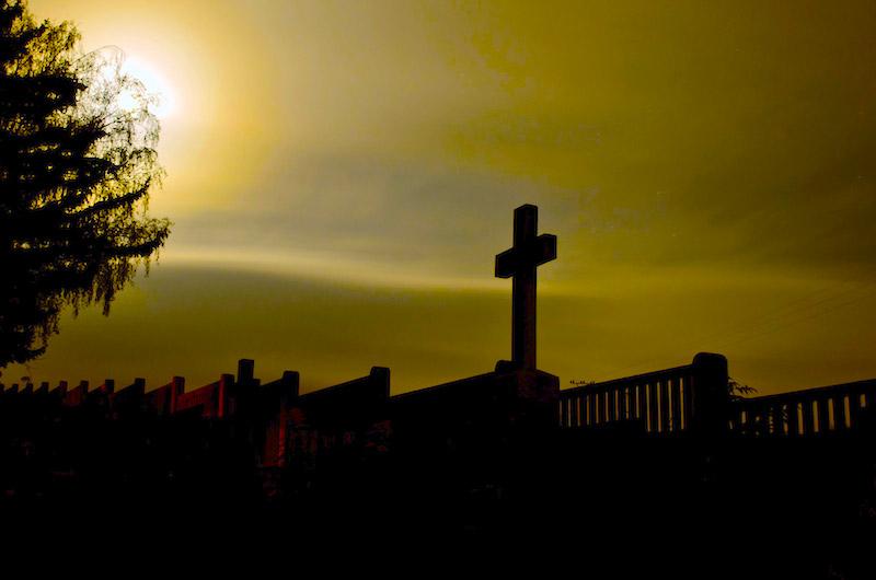 Roban placas de bronce de cementerio de Isabela