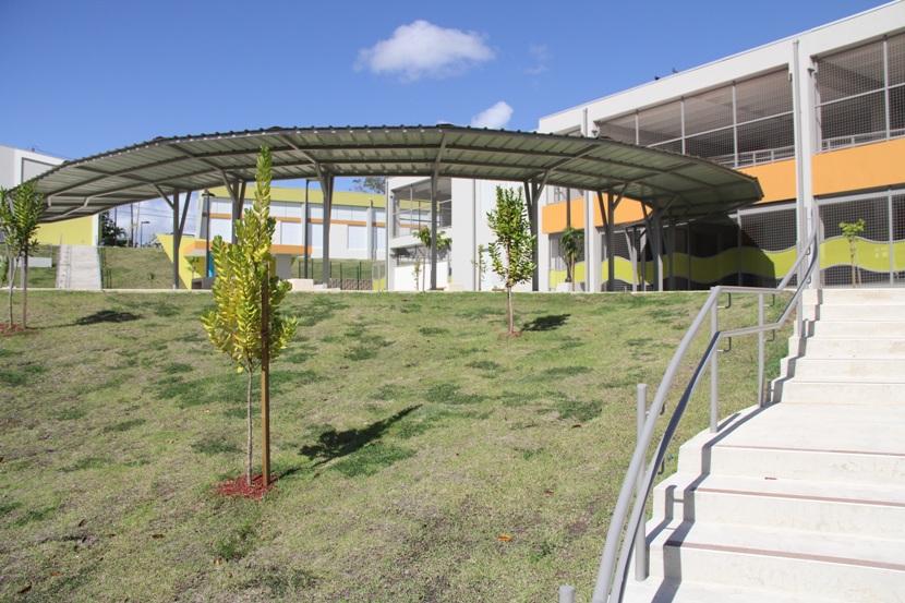 Concluye la tercera fase de reestructuración de escuela con material ambiental amigable