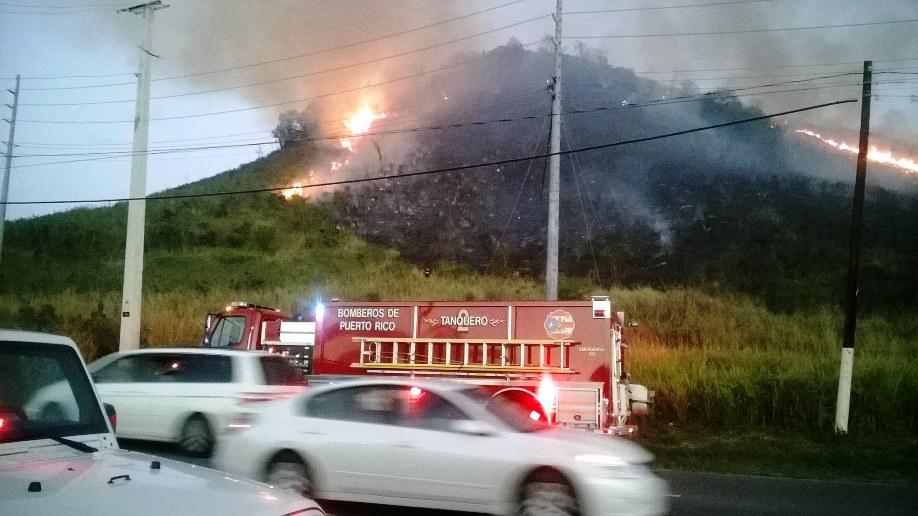 Incendios forestales entre Coamo y Santa Isabel