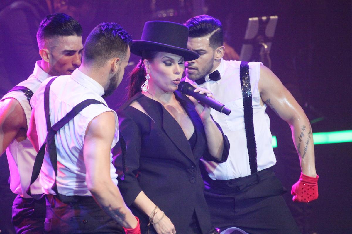 Olga Tañón pide perdón a su madre en espectáculo en Caguas
