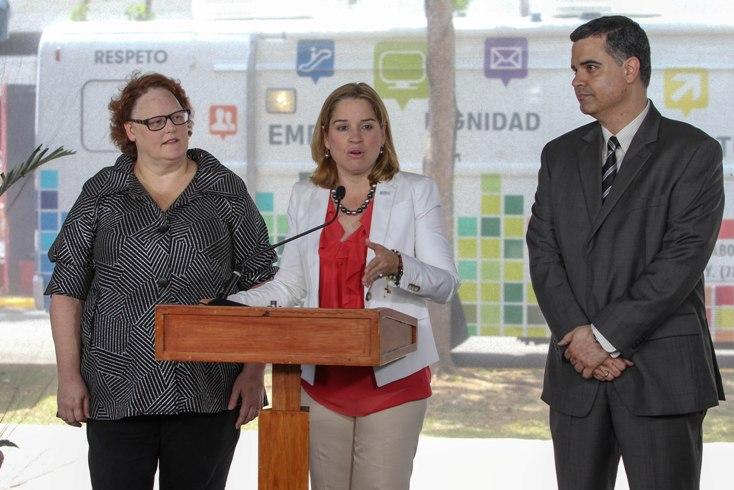 Alcaldesa de San Juan impulsa la creación de tres mil empleos