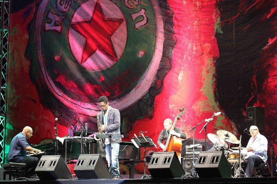 Fusión de jazz y swing tropical en inicio del Heineken Jazzfest