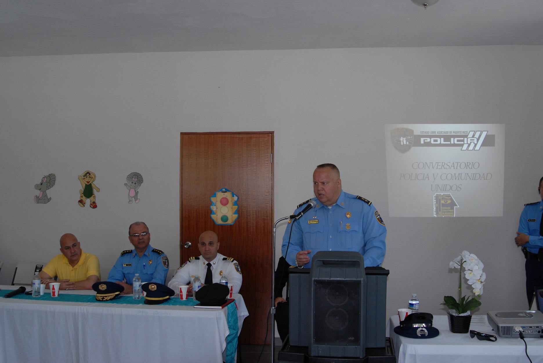 Policía busca con comunidad de Guayama solución de problemas