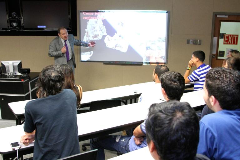 Universidad Politécnica recibe visita de Astronauta