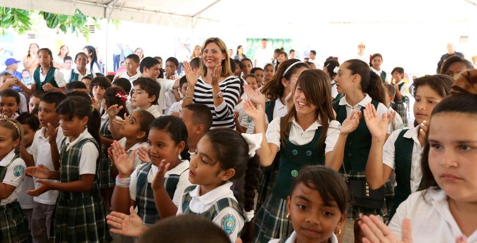 Inspira Wilma Pastrana a alumnos en Santa Isabel