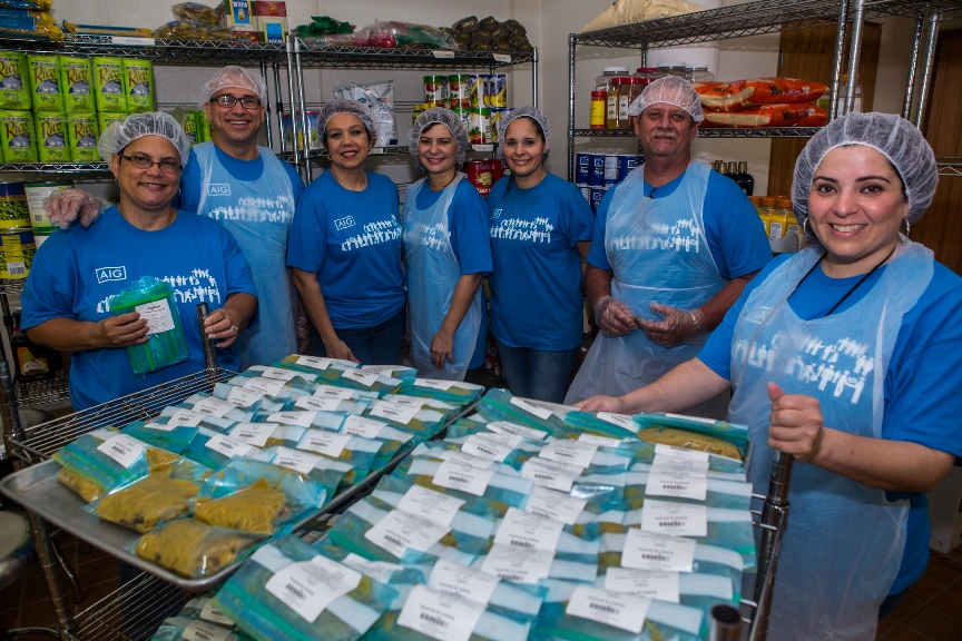 Empleados de AIG-Puerto Rico realizan labor con Bill's Kitchen
