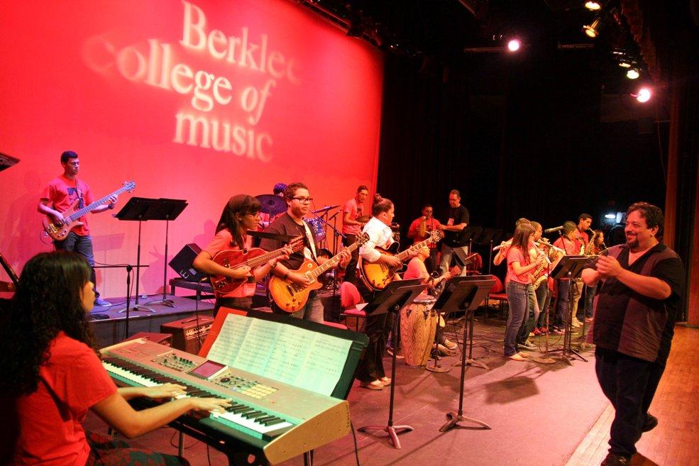 205 estudiantes se gradúan de Berklee en Puerto Rico
