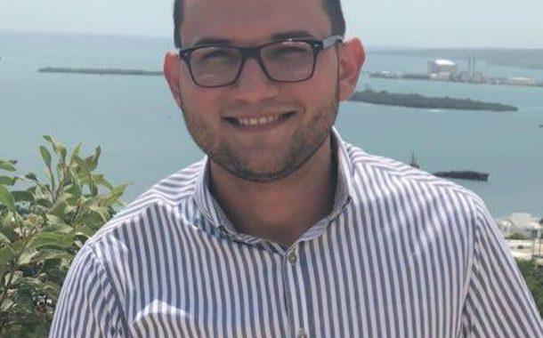 Caracteriza presidente del PPD en Peñuelas de caricatura propuesta del Gobernador
