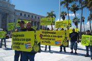 Marchan 56 empleados suspendidos por la AEE desde el Capitolio hasta La Fortaleza